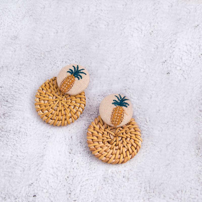boucle oreilles ananas tissu et paille ou osier