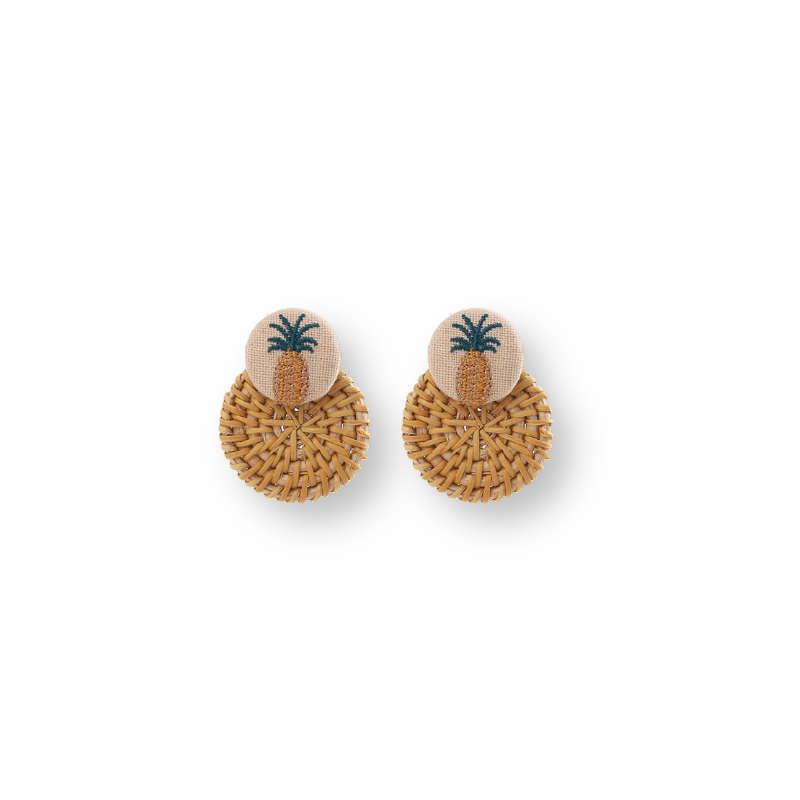 boucles d'oreilles avec des motifs ananas en tissu et en paille