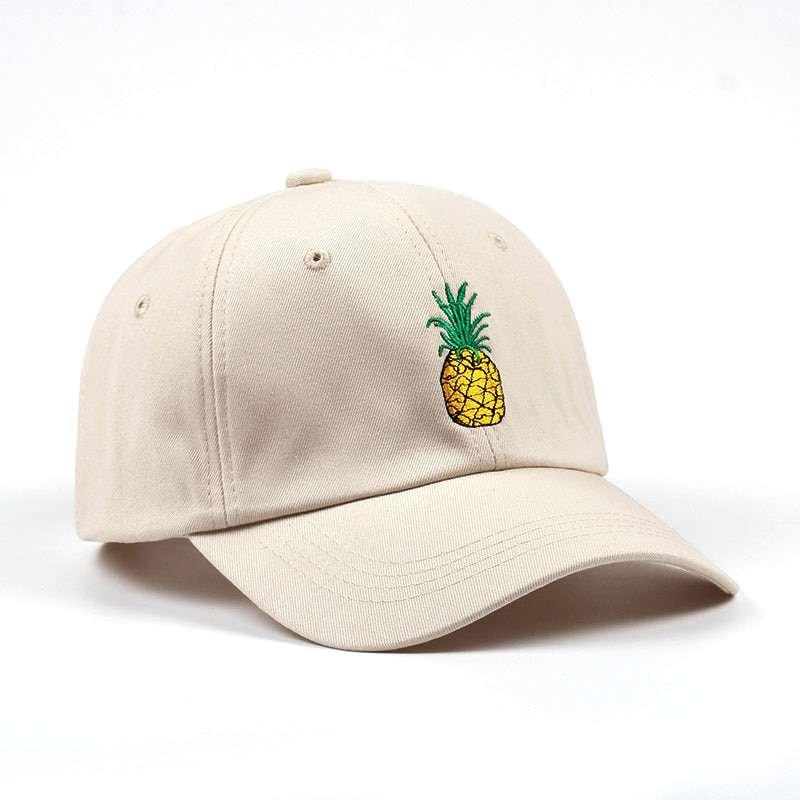 casquette marron clair avec motif ananas