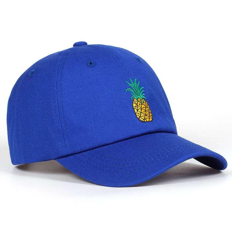 casquette bleue avec motif ananas