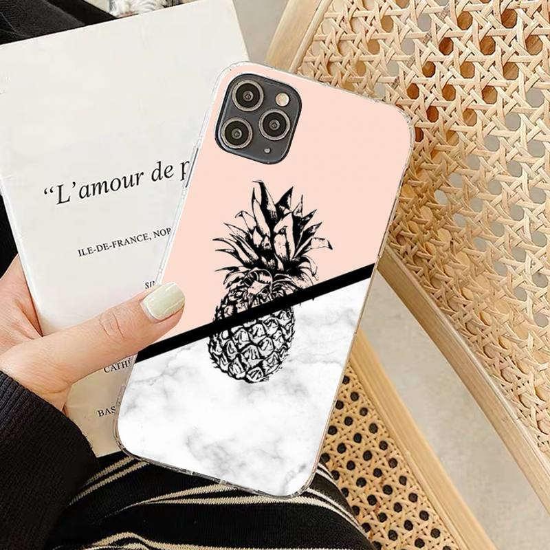 coque motif ananas pour iphone couleur marbre et rose saumon