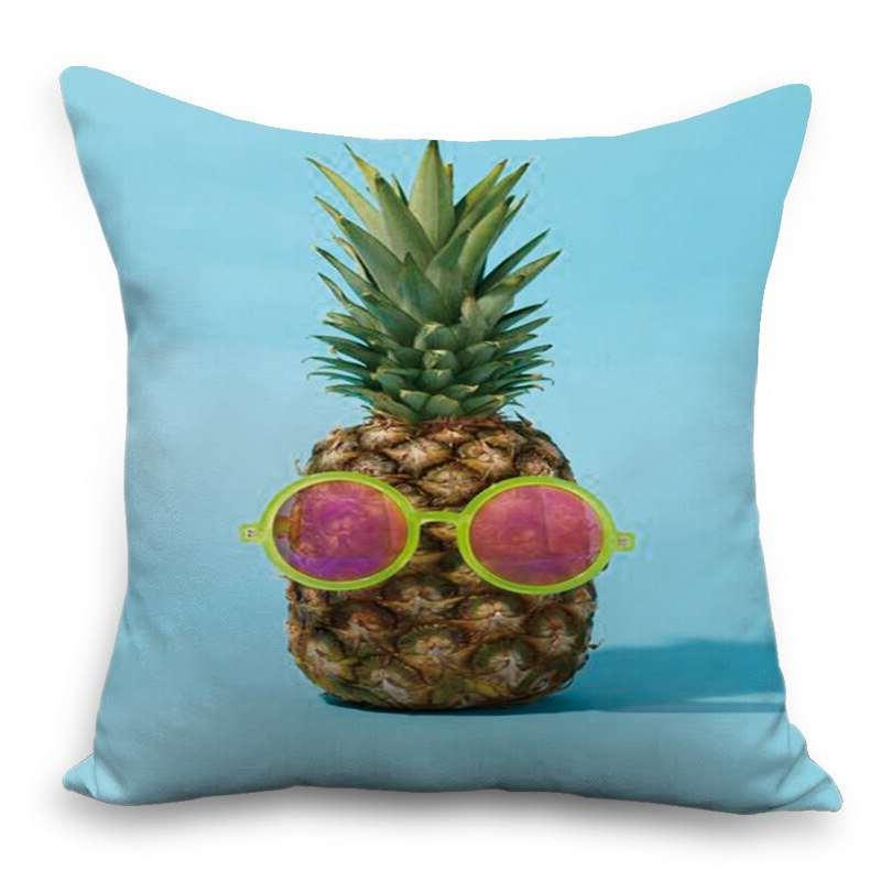coussin bleu imprimé avec un ananas à lunette