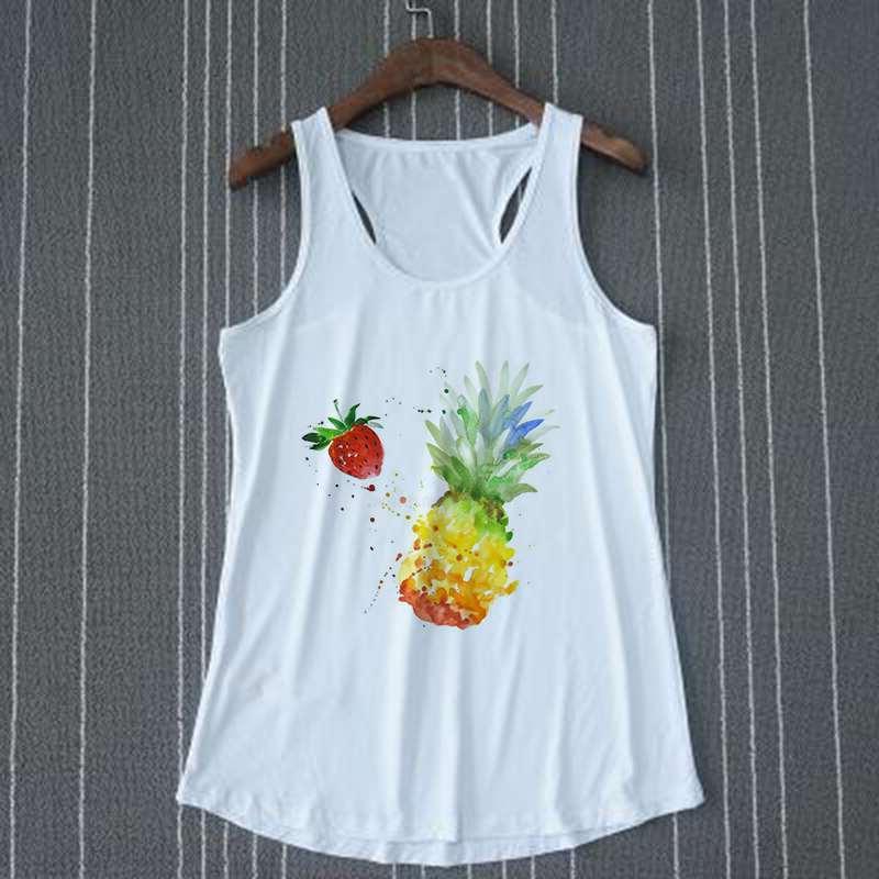 débardeur pour femme motif ananas et fraise sur un cintre