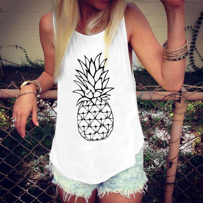 débardeur ananas minimaliste porté par une jeune femme