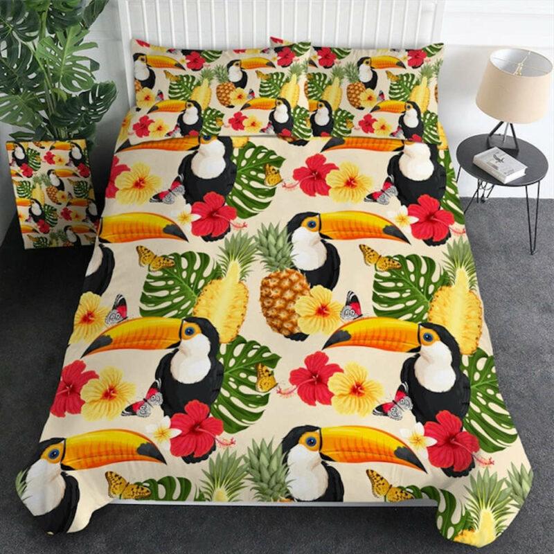 parure de lit ananas avec housse de couette, oreillers avec motifs fleurs, toucans, feuille exotiques et ananas