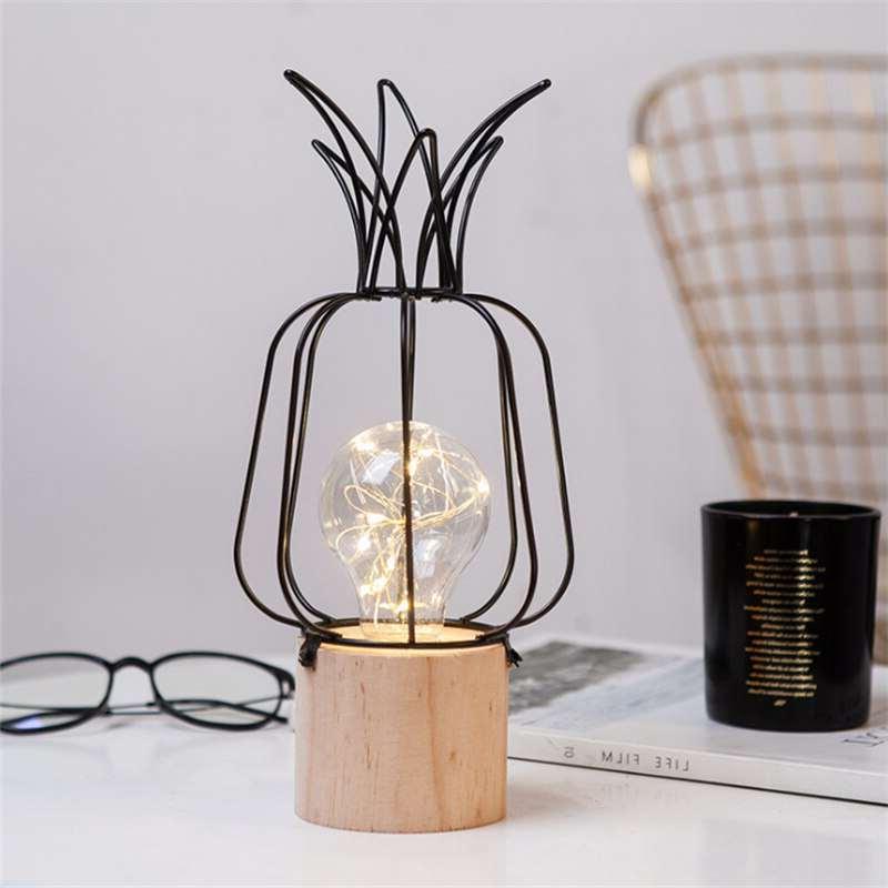 lampe en forme d'ananas en bois et métal de couleur noire