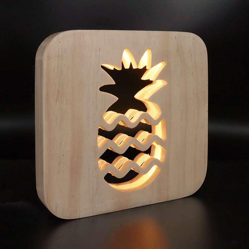 lampe ananas en bois allumée