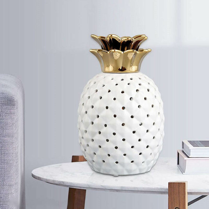 lampe ananas céramique scandinave blanche et dorée