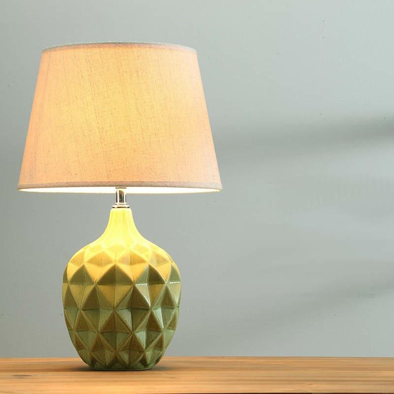 lampe à pied céramique ananas scandinave verte