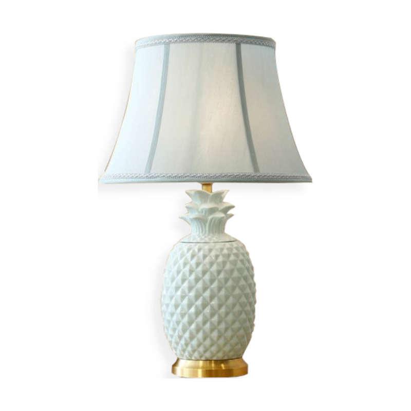 lampe de table ananas en céramique blanche tissu et cuivre