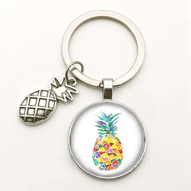 porte-clés avec motifs ananas multiples couleurs sous un cabochon