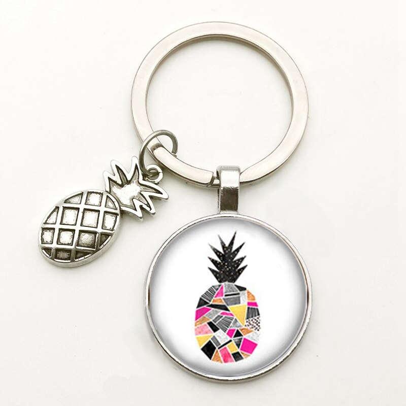 porte-clés avec motif ananas avec forme géométriques sous un cabochon