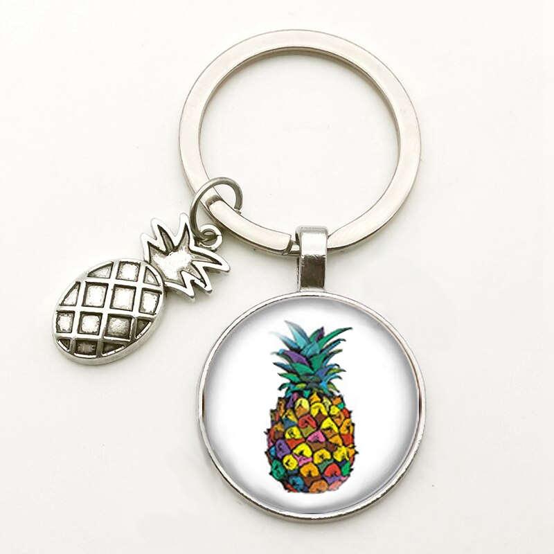 porte-clés avec motif ananas multicolore sous un cabochon