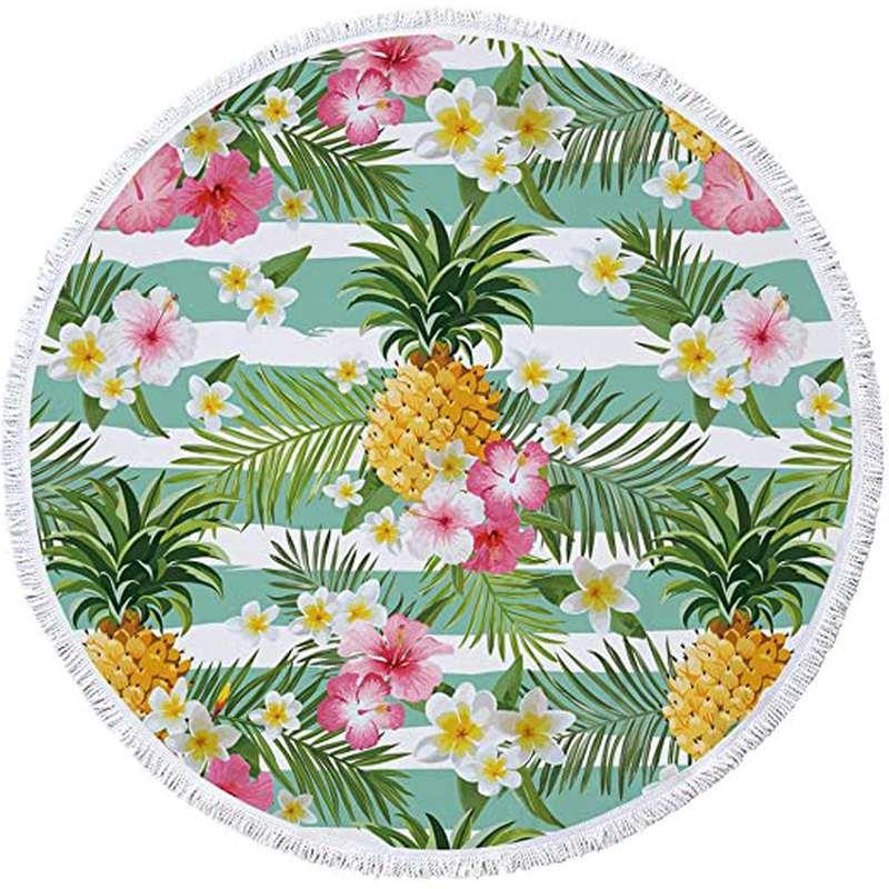 serviette de plage ronde ananas fleurie avec des plantes tropicales, des fleurs de tiaré et des ananas