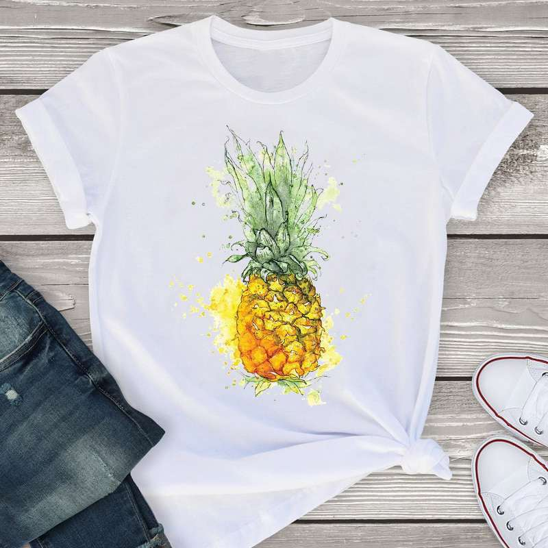 t-shirt pour femme avec un motif d'ananas au style entre l'aquarelle et le dessin