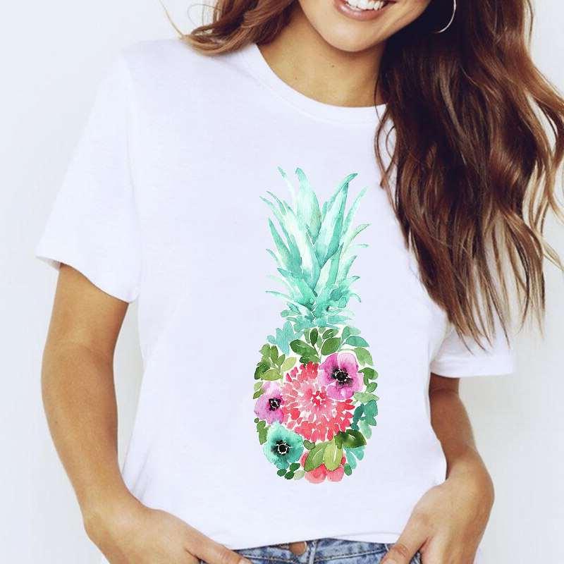 t-shirt ananas pour femme avec un motif de fruit donc le corps est constitué de fleurs