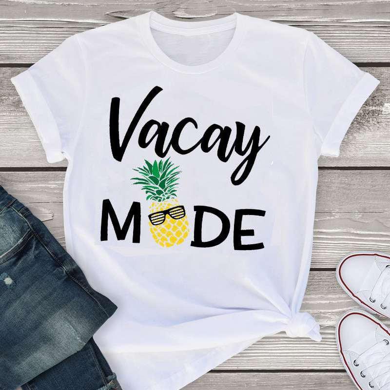 """t-shirt ananas avec inscription """"vacay mode"""" (mode vacances). impimé avec un ananas à lunette"""