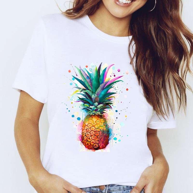 t-shirt pour femme avec un motif ananas très coloré et un style peinture à l'eau