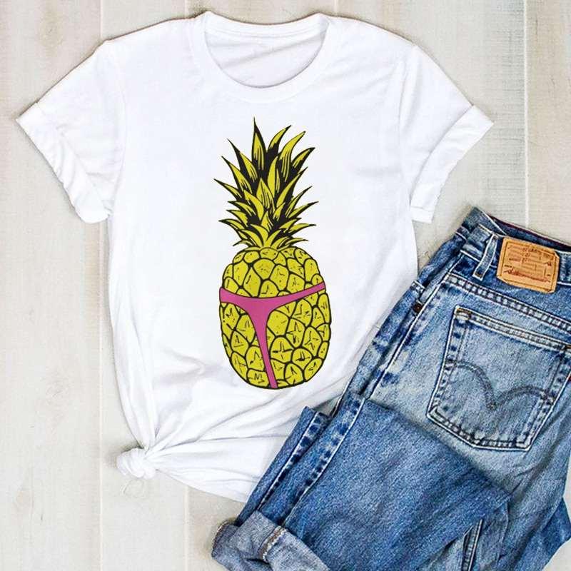 t shirt pour femme imprimé d'un ananas jaune vif portant un string rose