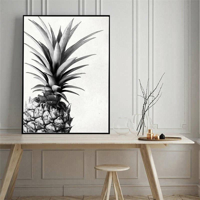 tableau ananas dans un salon au dessus d'un bureau