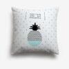 "taie d'oreiller blanche avec motif ananas et phrase en anglais ""keep calm and eat pineapple"""
