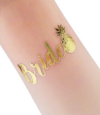 """tatouage ananas temporaire doré avec le mot """"Bride"""" anglais signifiant """"la mariée"""" et un ananas"""