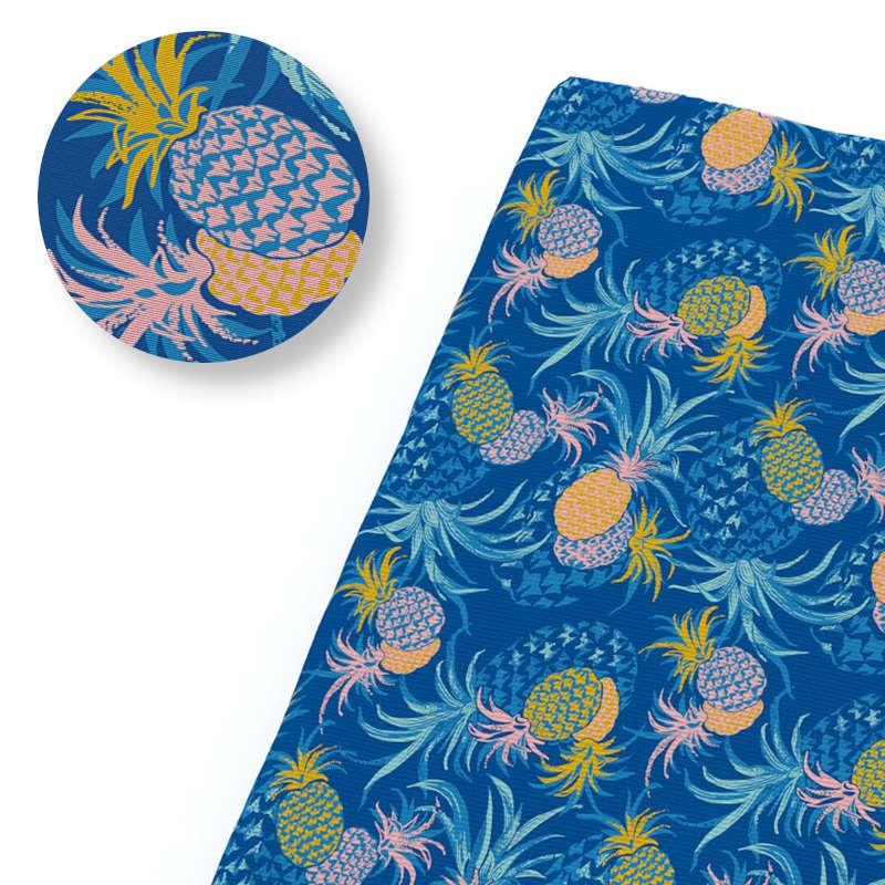 tissu ananas bleu foncé avec fruit orange et couronnes bleues
